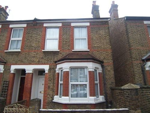 Salisbury road 3 bed hosue for rent in ealing