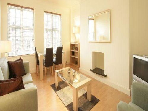 Kensington High street 2 bedroom flat for let in W8