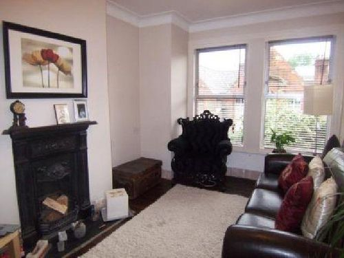 Oaklands road two bed flat for let in hanwell
