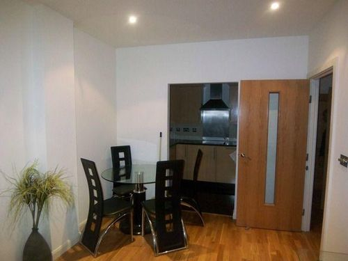 Cavalier House 2 bedroom flat for let in Ealing with gym