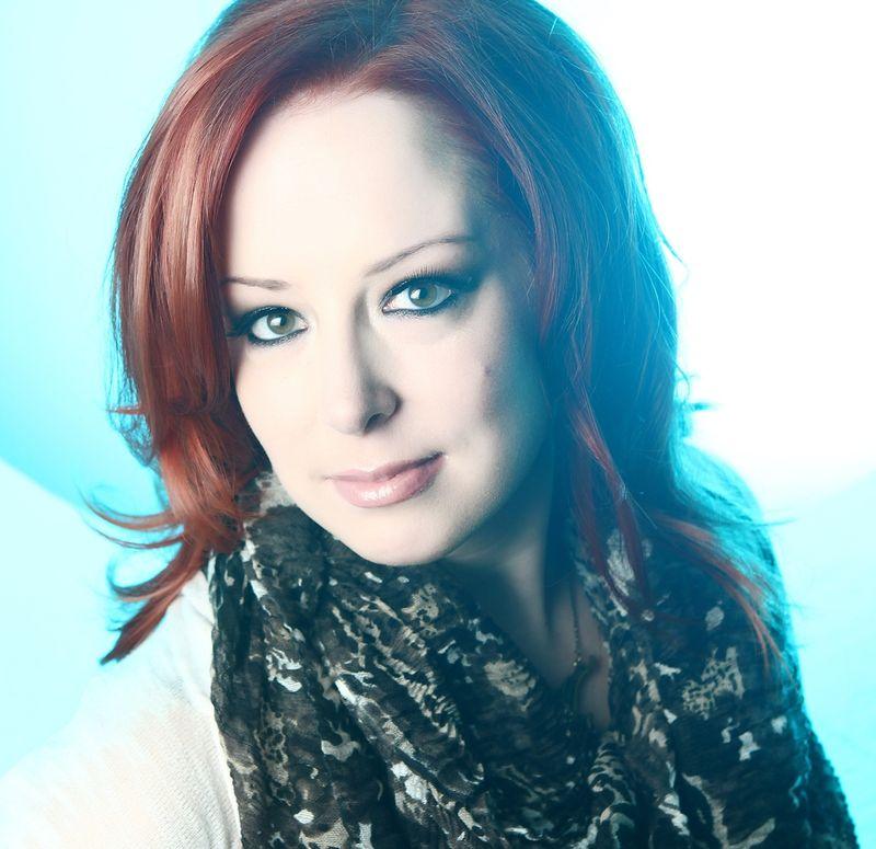Anna Hart bio photo