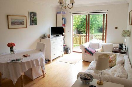 Beechcroft 2 bed garden flat for sale in Ealing
